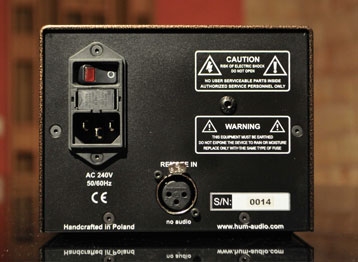AC MAINS POWER INTERNALLY SWITCHABLE 240V/120V (50HZ - 60HZ)